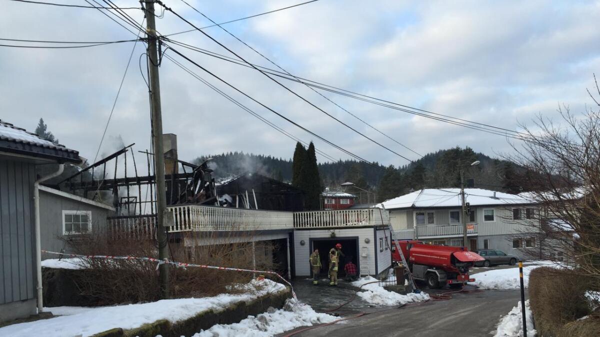 Boligen på Bakkemoen i Birkenes kommune ble totalskadet i brannen natt til fredag.