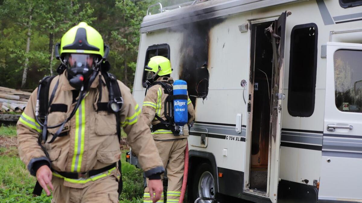 Ingen personer kom til skade da det brøt ut brann i en bobil i Froland kommune onsdag kveld.