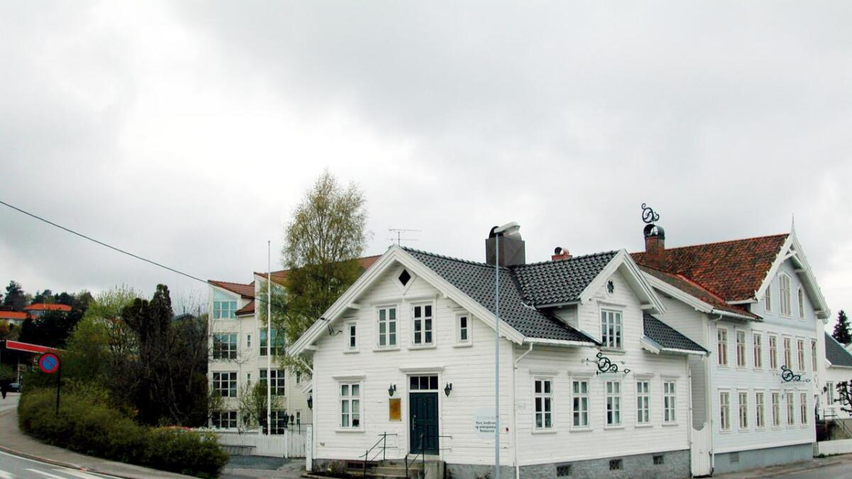 Veikrysset Jernbanegata-Oddekleiva-Havnegata-Strandgata i Lillesand skal stenges for biltrafikk i tre måneder.