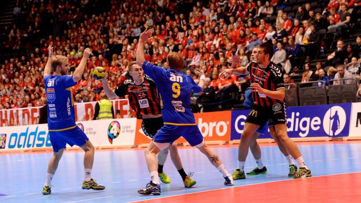 ØIF Arendal sliter med å bryte gjennom Bodø-forsvaret i første om gang.