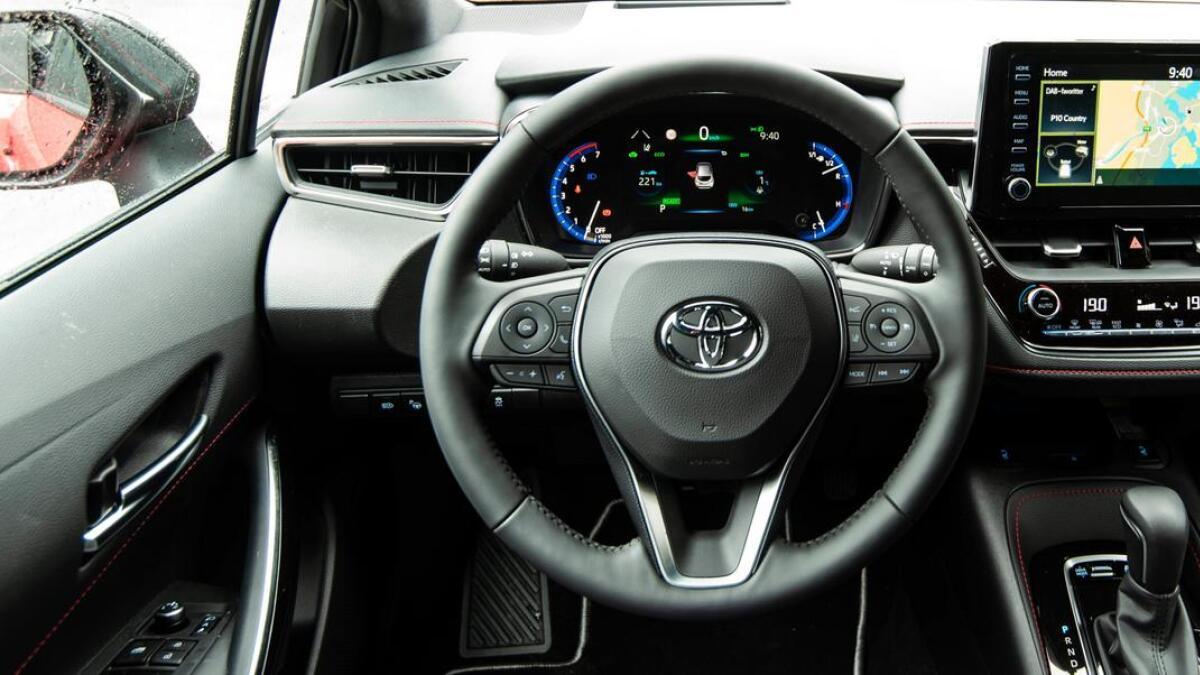 Fra førerplass har du god oversikt og tilgang til det du forventer i en moderne bil.