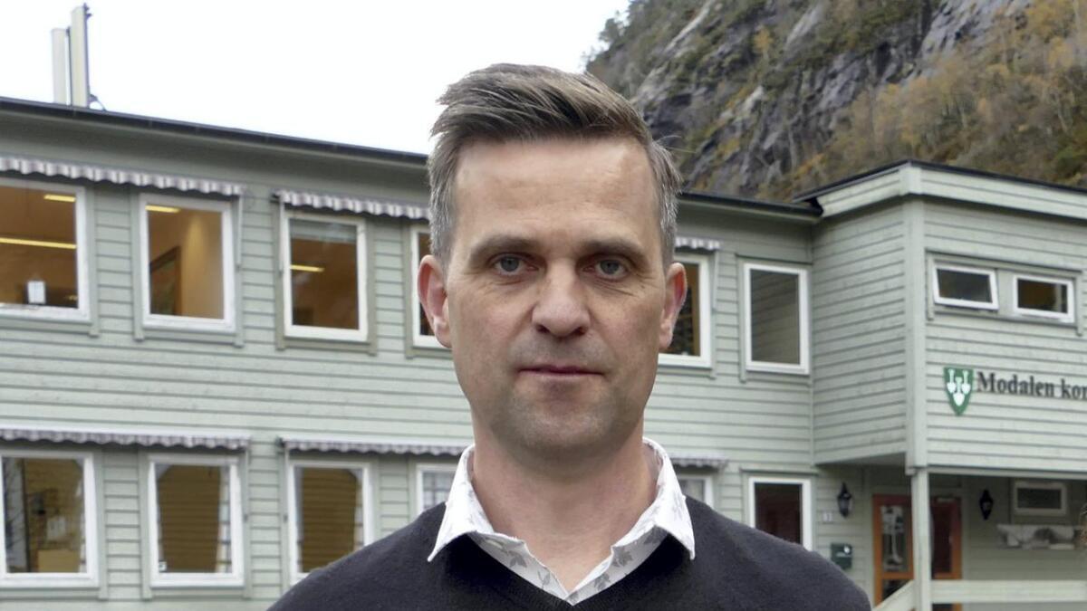Han kan vera alvorleg, men smilet er aldri langt borte hjå nyeordføraren. – Modalen vil vera eigen kommune, seier Kjetil Eikefet.