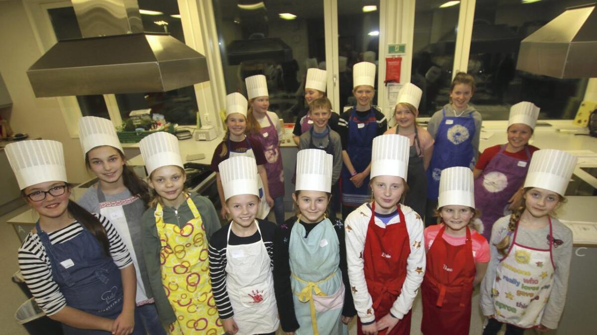 Elevane på kokkekurset imponerte med stor entusiasme og godt pågangsmot.