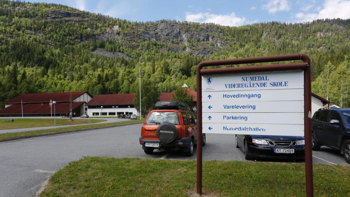 Mannen gjekk i området ved Numedal videregående skole med eit våpen, som synte seg å vera ein softgun. (Arkivfoto)