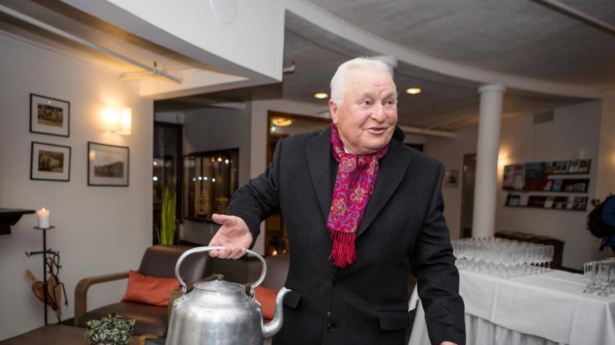 I denne kaffekjelen fra 1948 har Arnold Bjørklund funnet Express-ånden.
