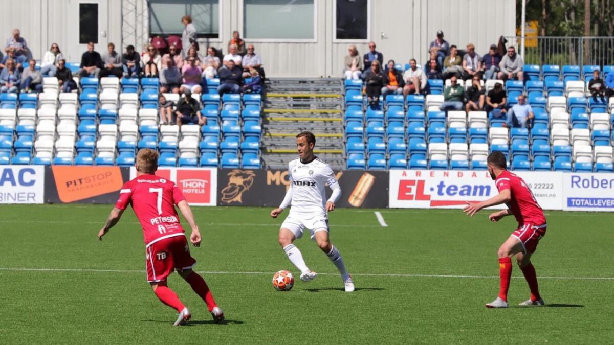 Midtstopper Dejan Corovic styrte Arendal på glimrende vis i seieren mot Levanger på Norac stadion 2. pinsedag. Laget har nå fem kamper (4-1-0) på rad uten tap.