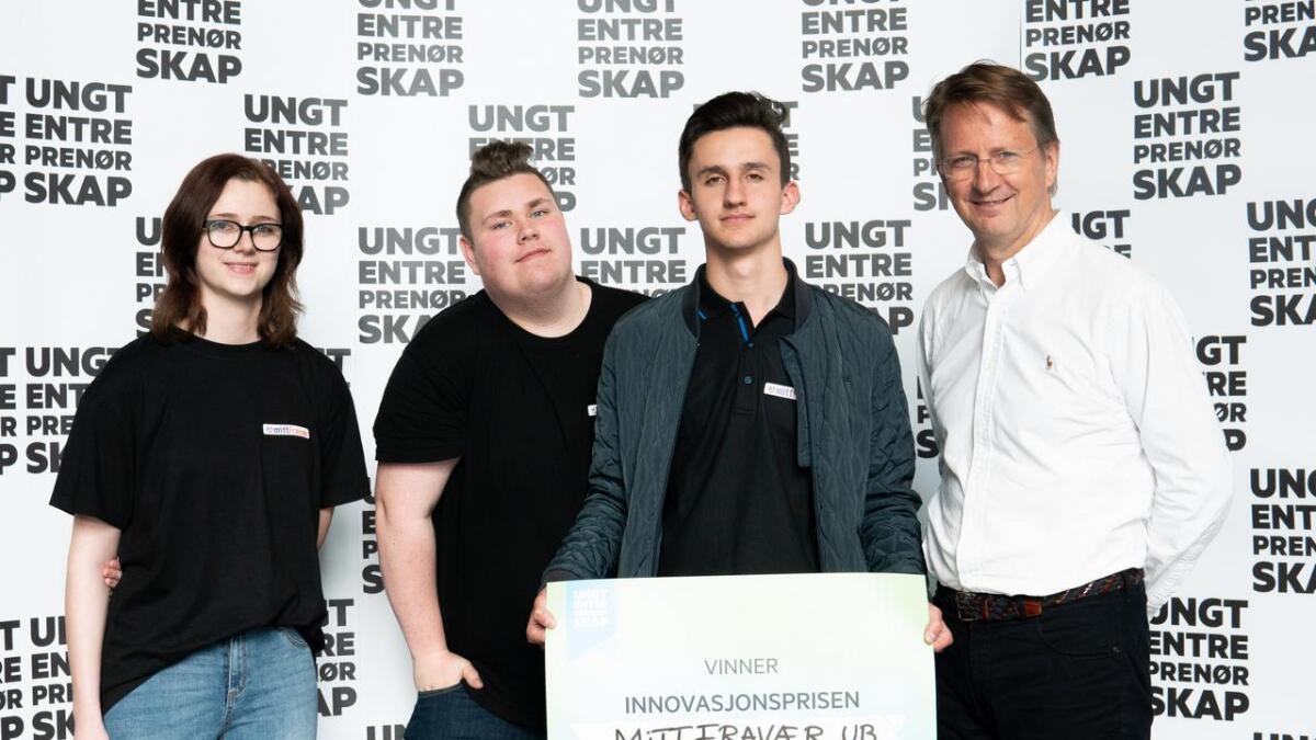 Kvitér UB/ «Mitt Fravær» fra Dahlske videregående består av Karen Elise Bråstad, Julian Flaaten og Ole Christian Svennevig. Her sammen med prisutdeler Pål Rokke, CEO, Citibank Norway.