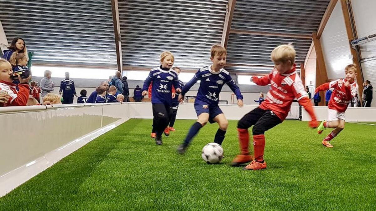 De yngste lagene møttes innendørs i Vesterålshallen, hvor det ble spilt med vant.