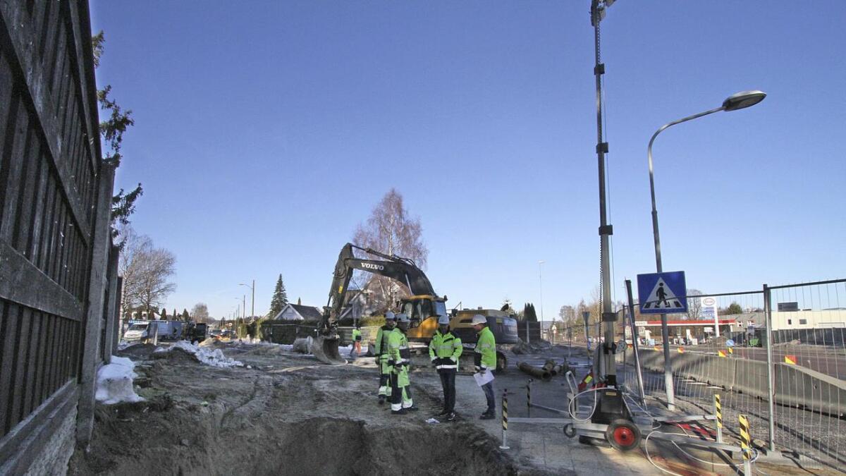 Det skal bores gjennom sanden under Porsgrunnsvegen. Dermed unngår kommunen å grave over og stenge denne veien.