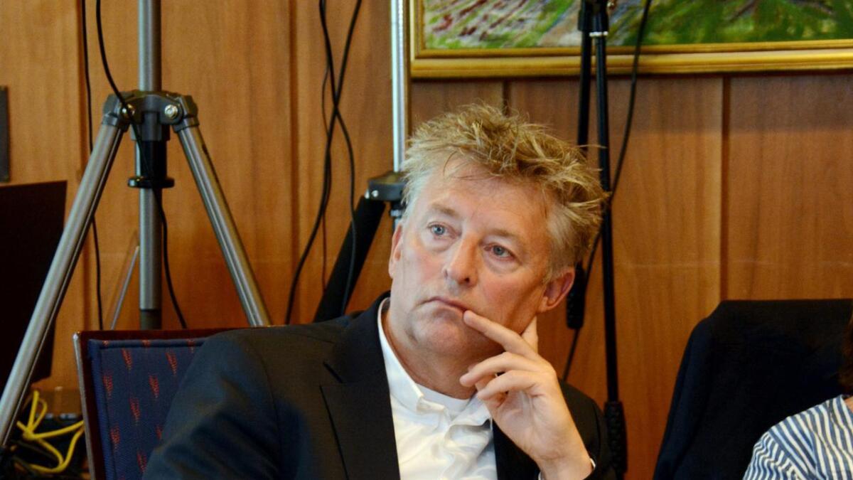 Arnt Gunnar Tønnessen tar til motmæle mot Lene Langemyr (FrP), som hevder hun vil fjerne eiendomsskatten i Grimstad.
