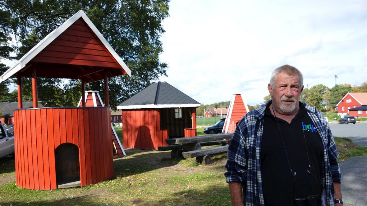 Jostein Andersen er blant annet kjent som vaktmester på Hove. Etter 53 års medlemskap i Arbeiderpartiet kommer han i dette innlegget med klar tale til lokale topp-politikere i eget parti.