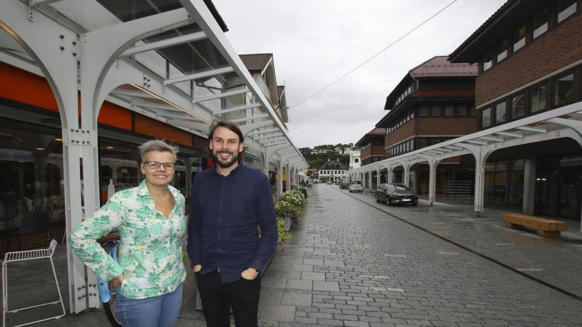 Kathrine Heggland og William Lindborg trur på eit «ryddigare» og meir tilgjengeleg sentrum når den nye parkeringsløysinga til Sesam Sesam kjem i drift.