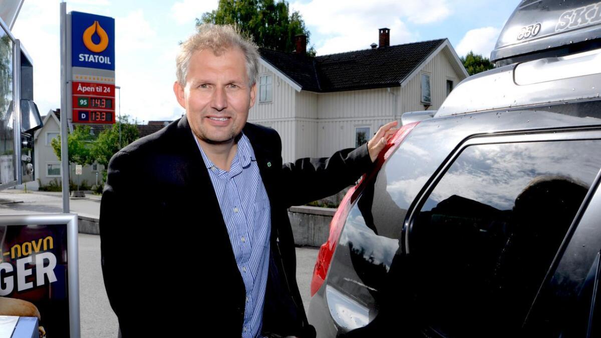Fylkesordfører Terje Riis-Johansen slår et slag for olje- og gassbedriftene i Telemark, selv om det er langt fra fylkets egen kyst til Nordsjøen.