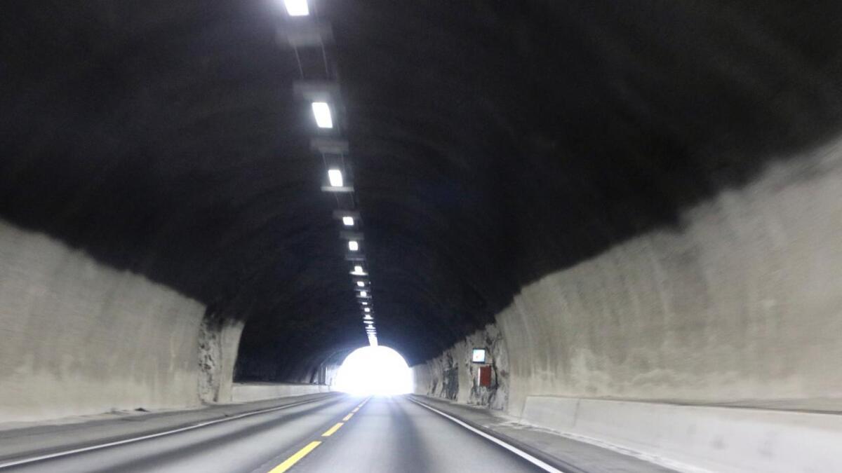I løpet av to dagar skjedde det to trafikkulukker i to forskjellige tunellar langs E16. Statens vegvesen har vurdert om det er ein samanheng mellom ulukkene og tunellarbeidet.