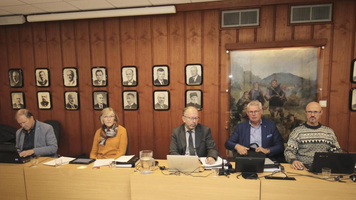 Rolf Botnen, Bjørg Skarbø, Eivind Pundsnes, Bjørn Atle Drange og Arild Haukeland.