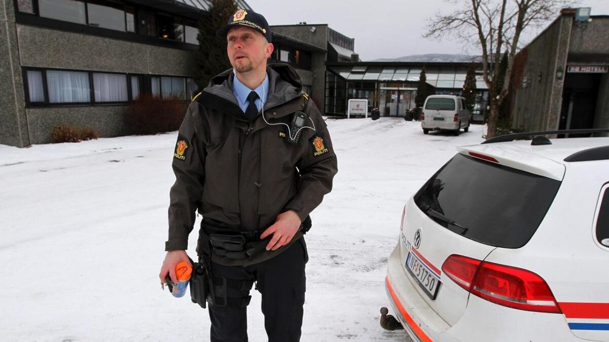 Nytilsatt lensmann i Nome, Rollef Bergan, var tidlig på plass ved Bø Hotell etter at meldingen om innbrudd var meldt inn til politiet.