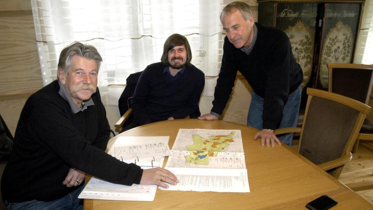 Odd R. Skrindo Knudsen t.v. fotografert då han la fram planane for eit sports- og aktivitetssenter på Liatoppen i Ål i 2012, saman med Tor Magnus Knudsen og dåverande ordførar i Ål, Ivar Brevik.