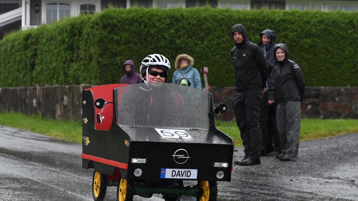 David Trondahl hadde både frontrute mot regnet, personlig bilskilt og stereoanlegg i sin olabil.