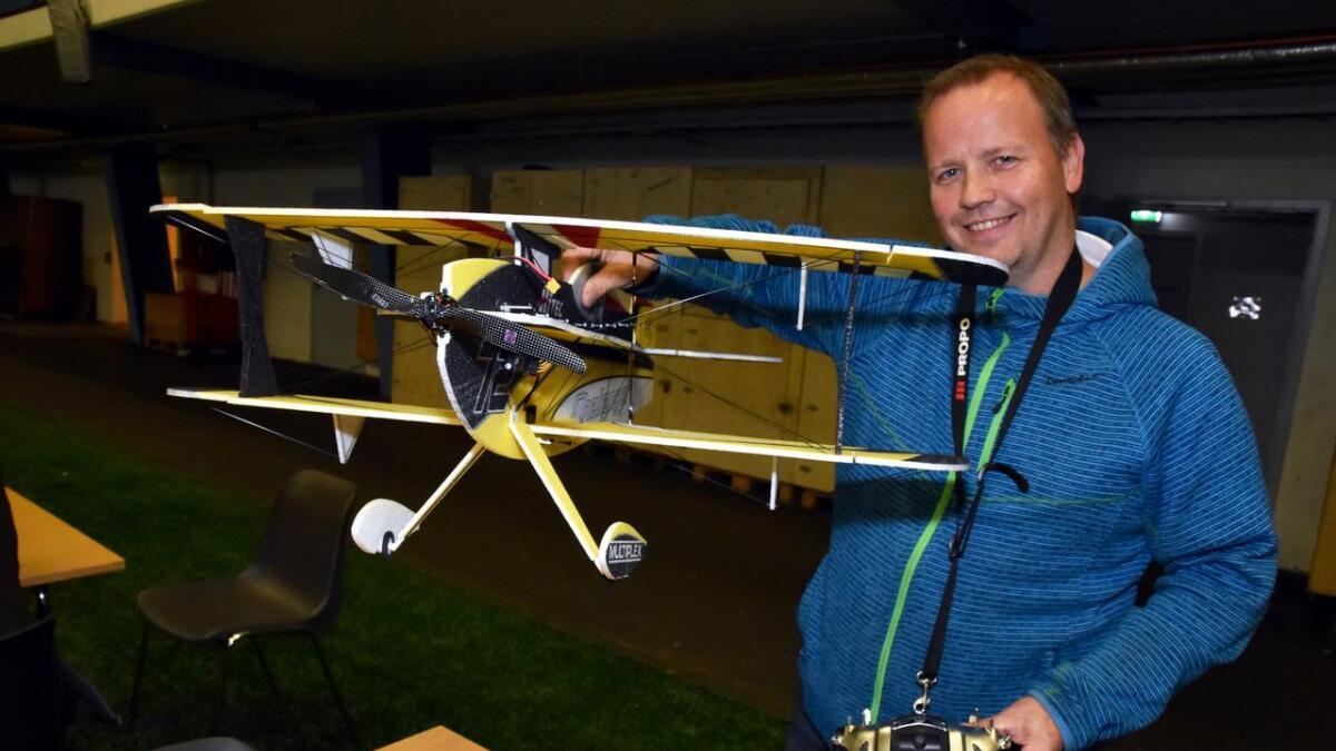 Torgeir Sørensen kan ikke skryte på seg å ha bygd denne selv – han er mer interessert i å fly den.