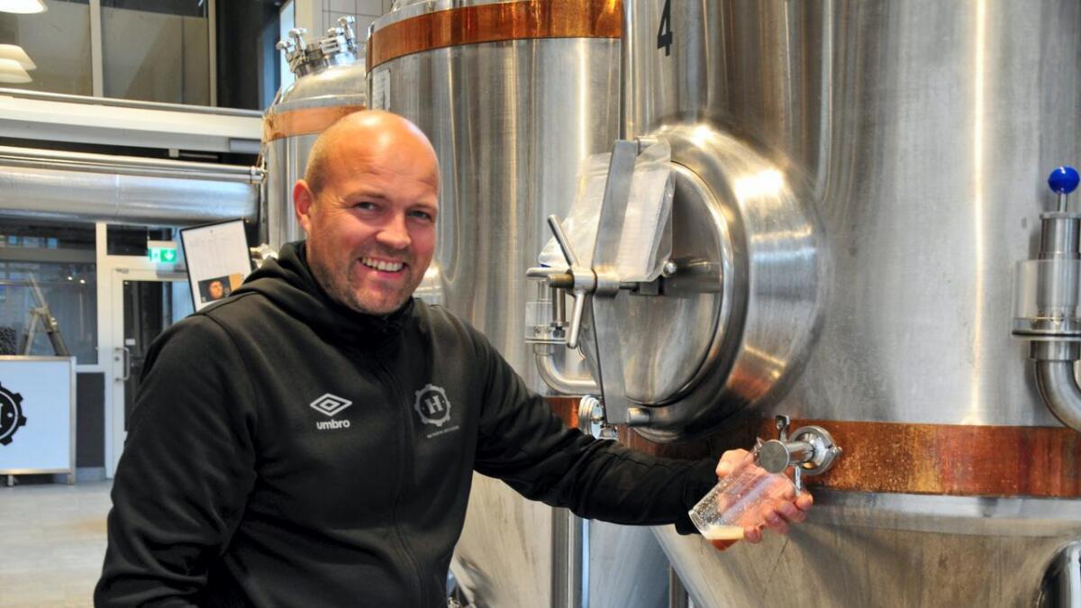 John Gunnar Harildstad gleder seg til å se resultatene fra konkurransen, og tror de kan hevde seg med flere av ølsortene sine. arkivfoto