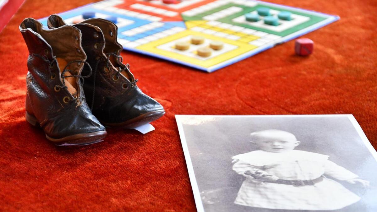 Olav B. Dahl er fotografert med skoene i 1918.