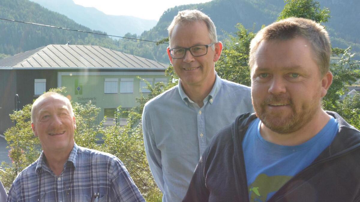 Valet i Kviteseid er heilt ope. Egil Jøsendal (MDG, i midten) sit med nykelen. Bjørn Nordskog (Sp, t.h.) har lyst til å bli ny ordførar. Då kan Halvor Nyland (H) bli ny varaordførar.