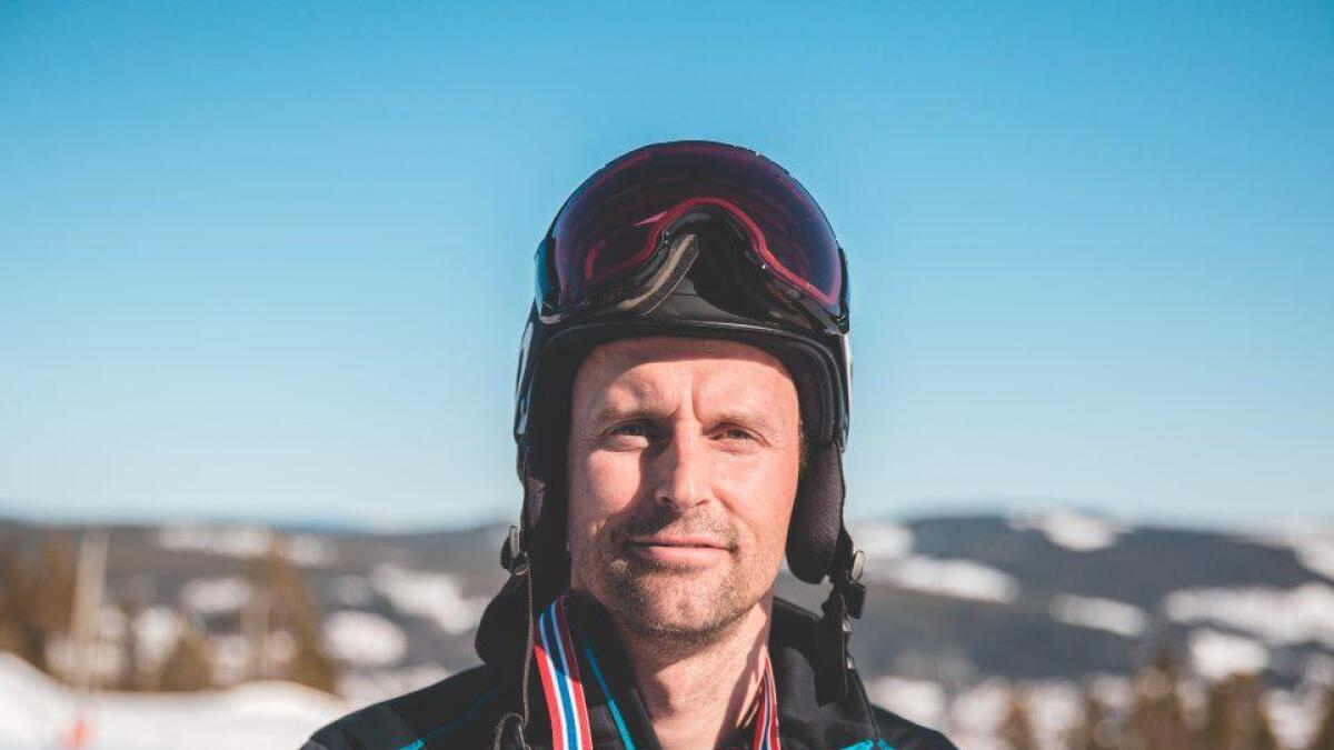 Ola Rudi frå Nore og Uvdal vann snowboardcross i NM. (Process films)