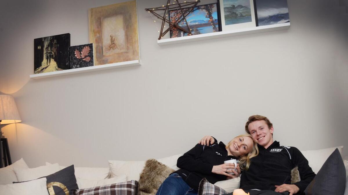 Hege Bøkko og Simen Spieler Nilsen hjemme i Nidelvåsen. Til vinteren kan begge få delta i OL i Sør-Korea.