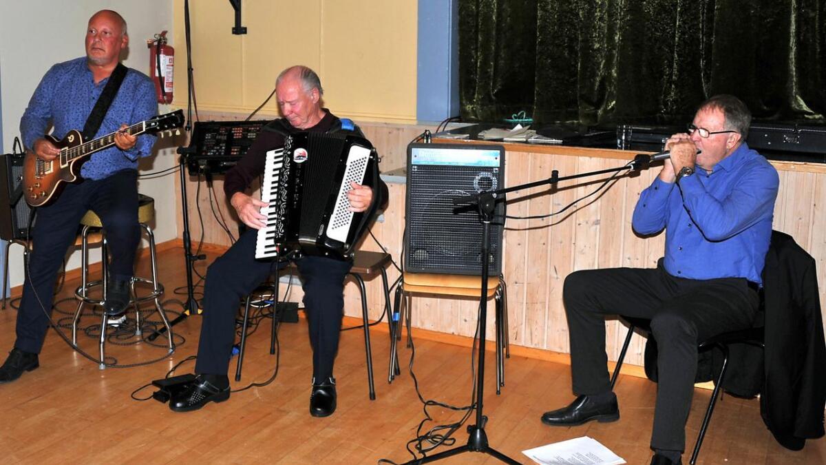 Allsang akkompagnert av Odd Robert Paulsen, Atle Kaspersen og Tore Andersen.