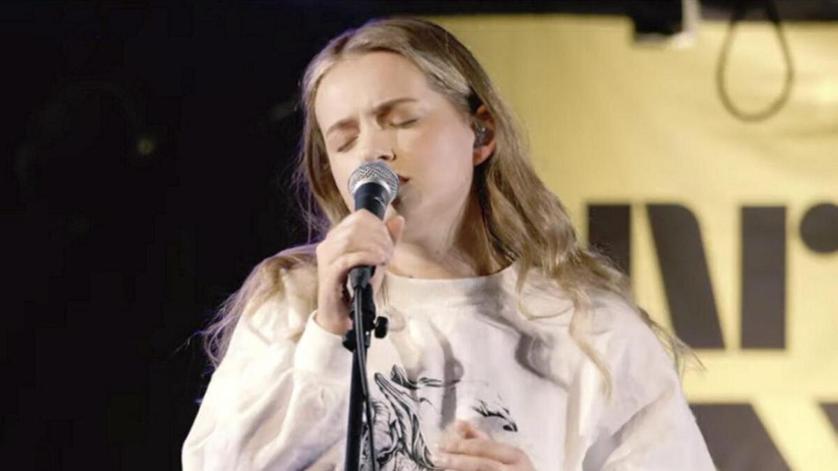 Sjå og høyr Hilde Skaar syngja live hos P3.
