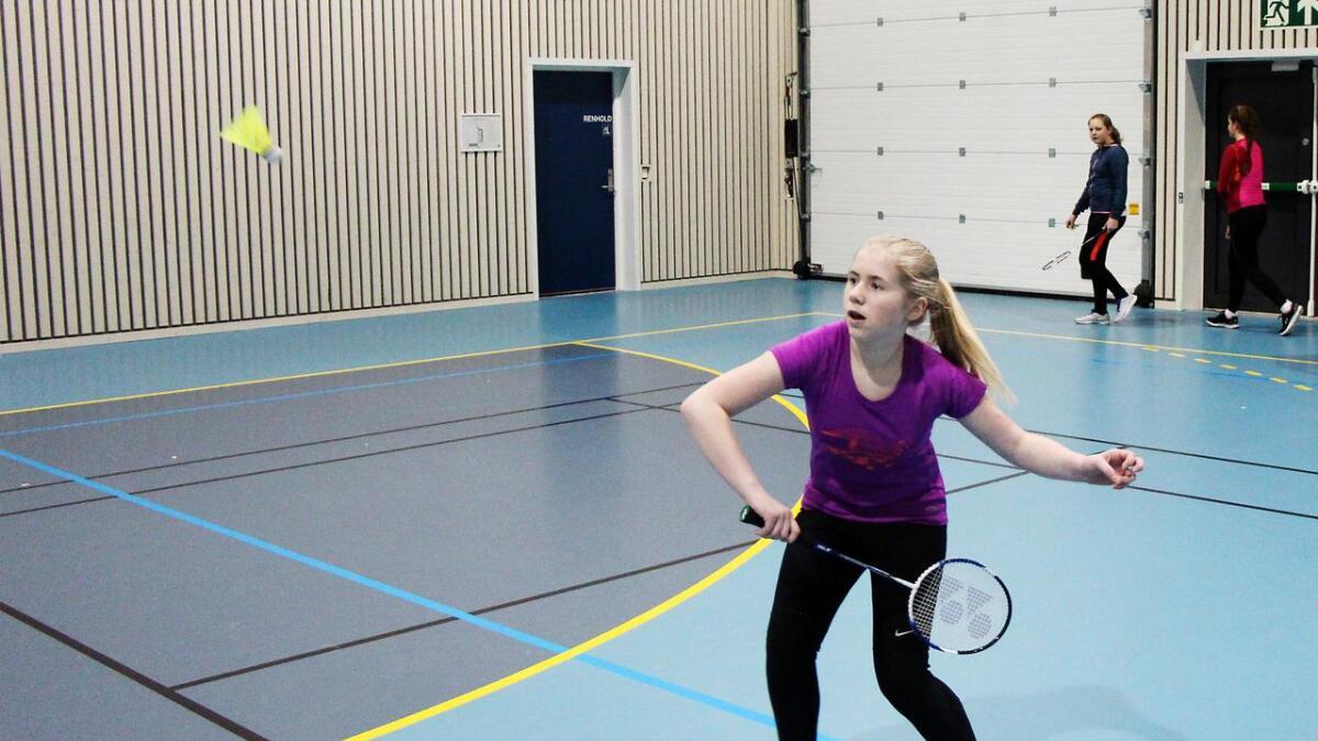 Dei unge er på full fart inn i badminton-sporten. Her Vilde Langhelle som var best av jentene i julecupen.
