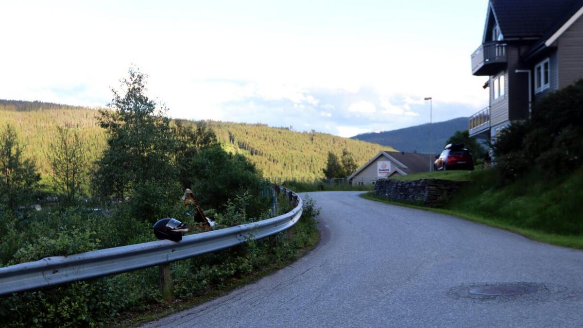 Ei jente er sendt til sjukehus etter at ho og føraren på ein bil krasja i Skulestadtunet torsdag kveld.
