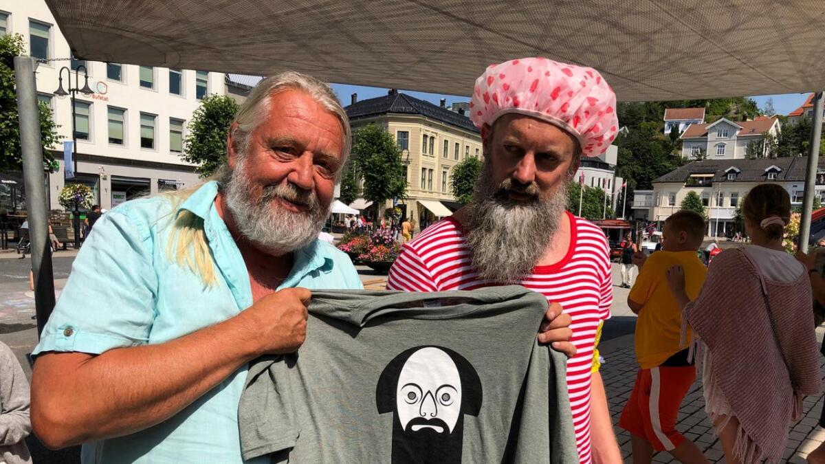 – Selvsagt er jeg fan, sa Jon Strindberg som sikret seg T-skjorte.