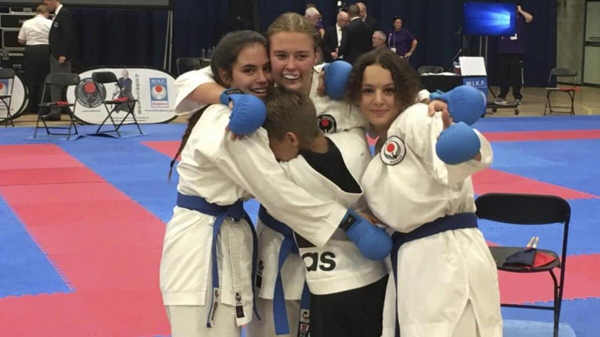 Gullvinnarane i klassen jenter junior, Carmen Bruarøy (f.v.), Hedvig Østevold og Malene Askvik Midtbø.