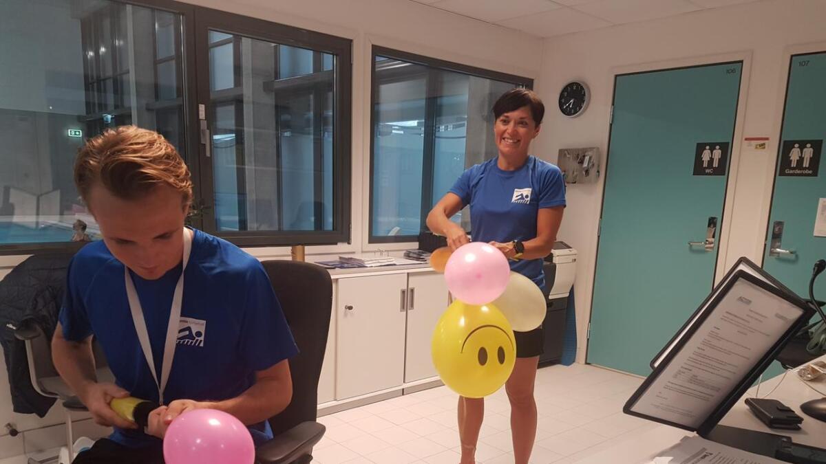 I helga feirer svømmehallen på Svortland 1-årsdagen sin. Det gjer dei med fest og ballongar.