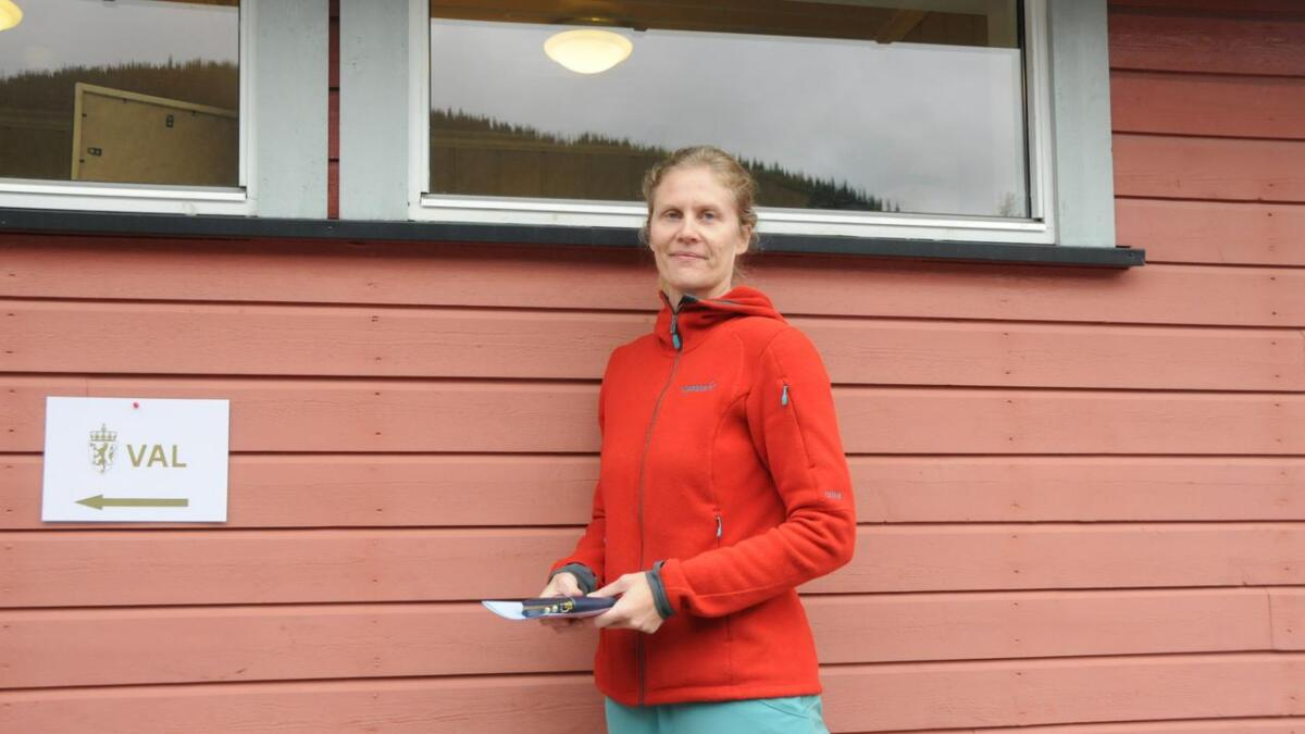 Det er viktig for meg kva partia står for i forhold til det å bu i distrikta, seier Inger Vibeke Snarteland.