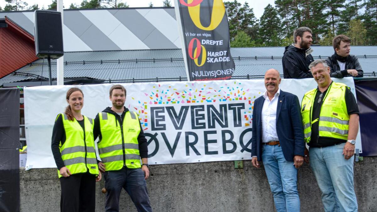 Daglig leder i Øvrebø og Hægeland frivilligsentral Hilde Ø. Nordhagen, Mikkel Seeberg fra Moonlight, ordfører Nils Olav Larsen og Tom Erik Dønnestad fra Nullvisjonen.Alle