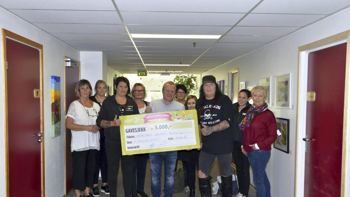 Metalheads Against Bullying fikk gavekort til anti mobbe arbeid
