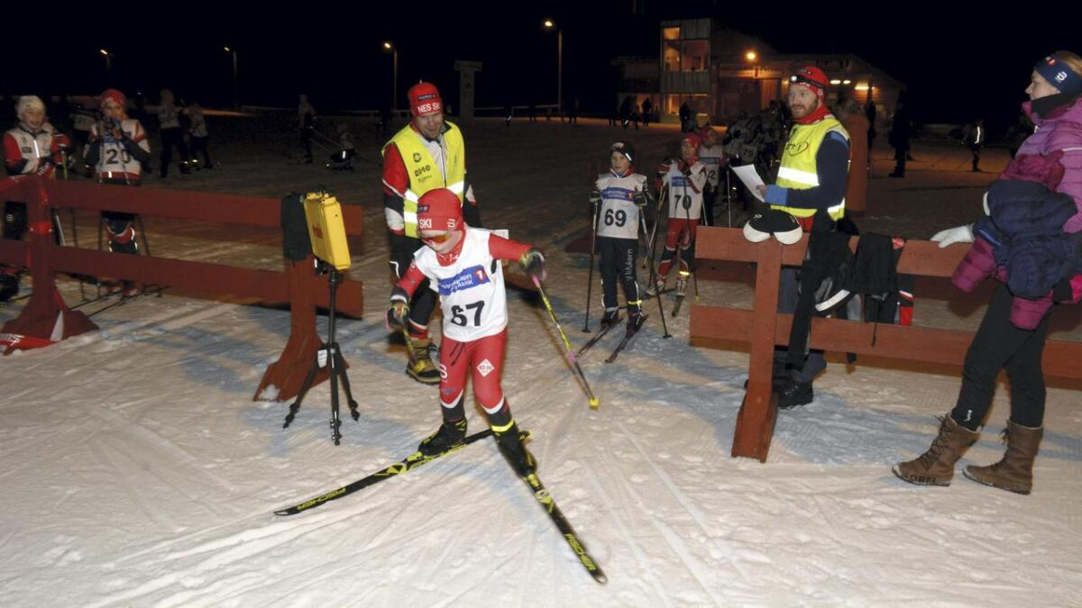 Her er Bjørn Dennis Prytz Klevgård (startnr. 67), Nes Ski, i gang med vinterens karusellrenn nummer fire. Nr. 69 er Emil Moheim, Hvam IL og nr. 70 er Sigurd Botness Greni, Nes Ski.