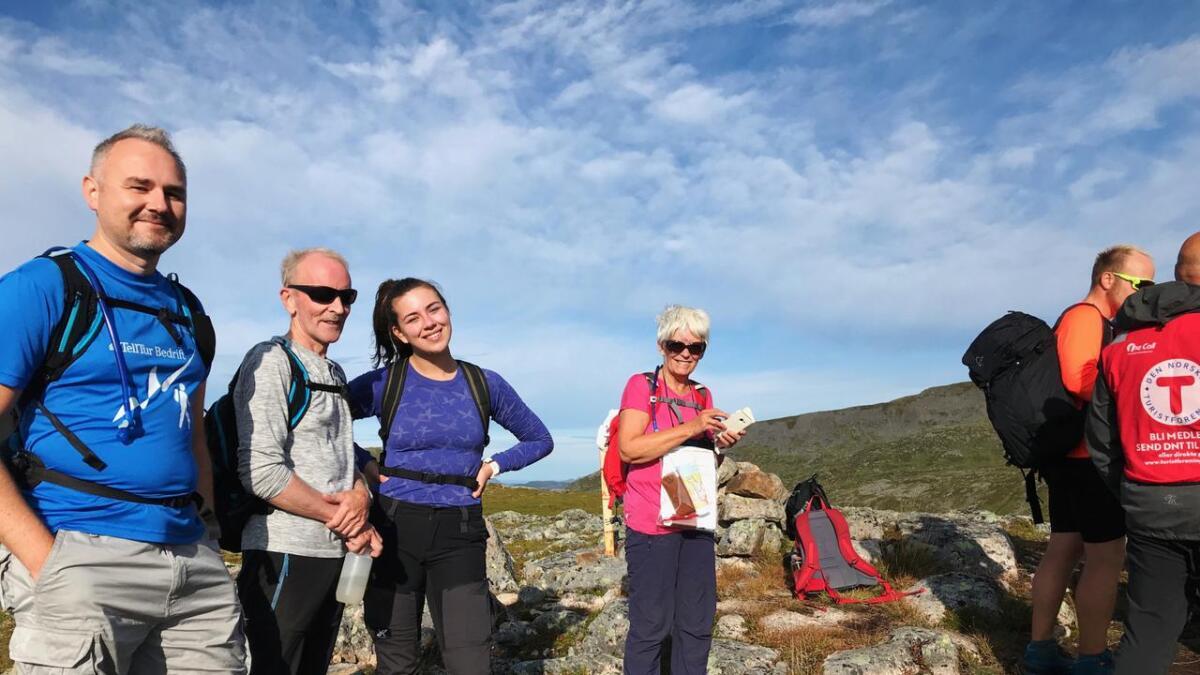 Jan Terje Johansen fra Grytting i Hadsel (f.v.), Kjell Arne Jakobsen fra Sortland, Victoria Helen Jakobsen fra Tromsø og Ann Mari Andreassen fra Harstad koste seg på tur i godværet.
