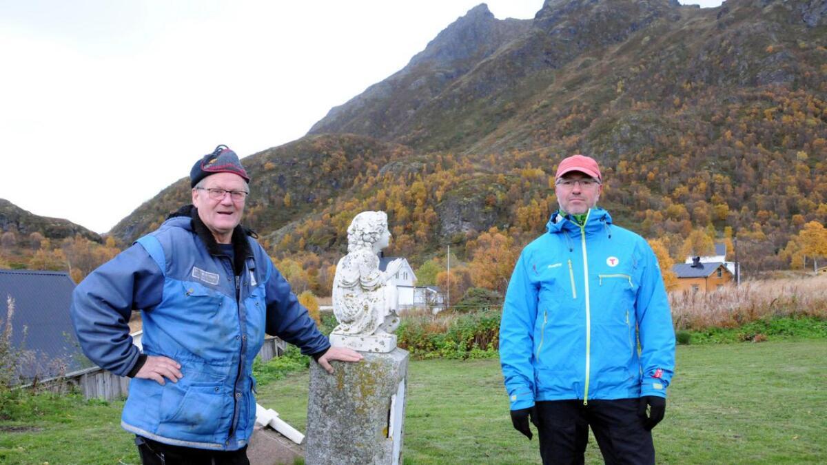Denne støtta er godt over 100 år gammel, sier Knut Reidar Olsen (t.v.) og Terje Nikolaisen. (Alle