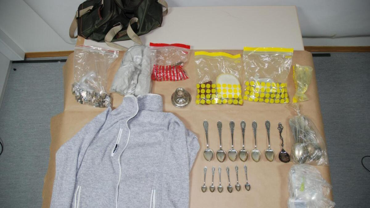 Beslaglagt utbytte fra tyverier, mest sølvtøy, smykker og andre lette og omsettelige verdisaker.