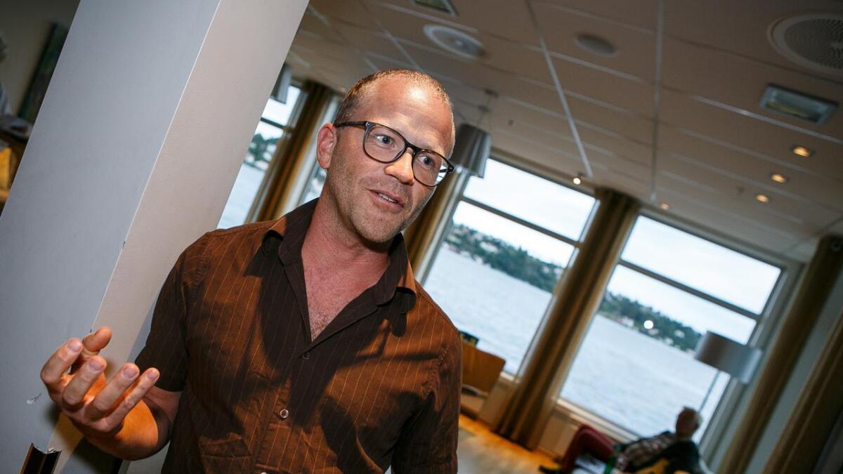 Fastlege i Arendal, Martin Runde, bekrefter at fastlegen er substitutt for fraværende bestemødre og manglende venner.