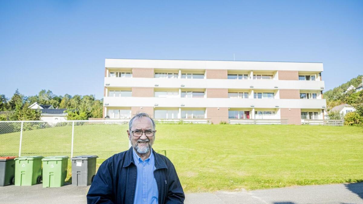 I dag har blokka på Skotfoss 22 boenheter, eid av kommunen. Nå ønsker flere av innbyggerne på Skotfoss å overta bygget slik at det på sikt kan bli aldersboliger der.