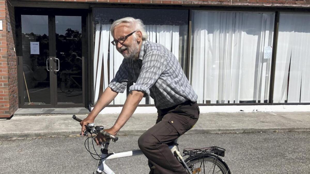 Gisle Tjong brukar sykkel som framkomstmiddel, og har ofte vore utsett for trafikkfarlege situasjonar.