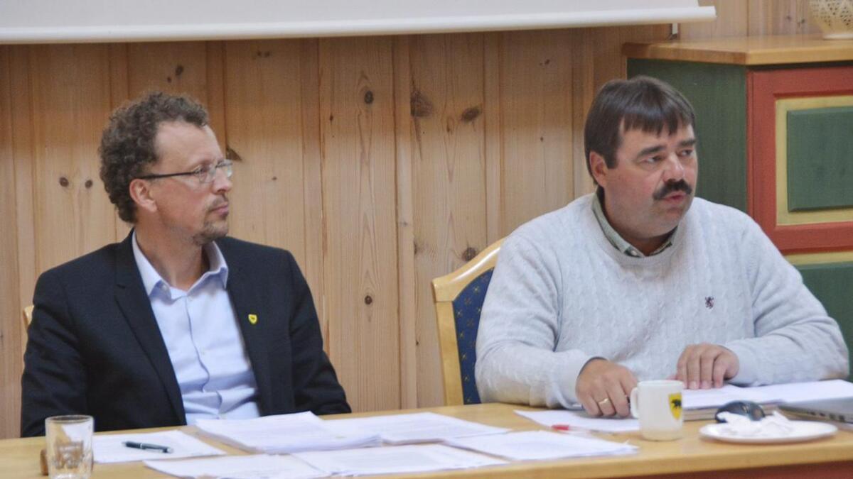 Ordførar i Tokke, Jarand Felland (Sp) og rådmann John Kleiv frå tilegare høve.