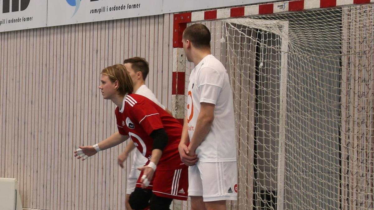 Martin Andre Haslevang og Vesterålen måtte tåle et nytt tap i eliteserien. Fredags kveld ble Hulløy Bodø FC for sterk og vant 3-2.