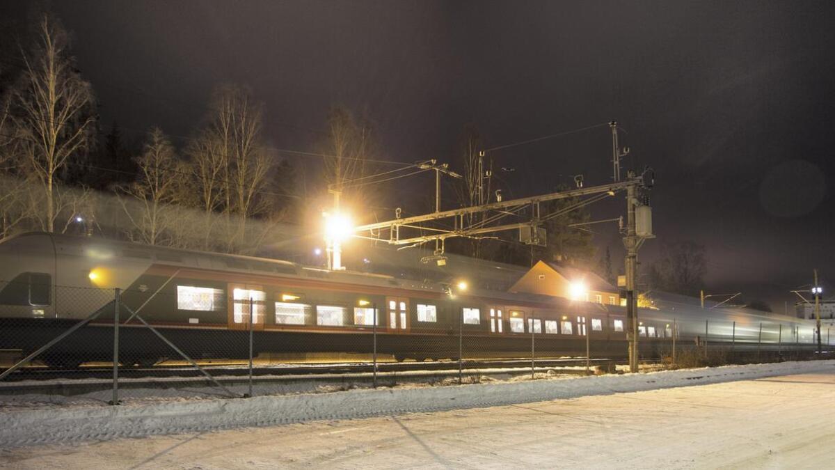 Nok et bilde fra Rånåsfoss stasjon. Kamera Canon EOS 60D. Blender 3,5. Lukkertid 10 sekunder. brennvidde 15 mm. ISO 200.
