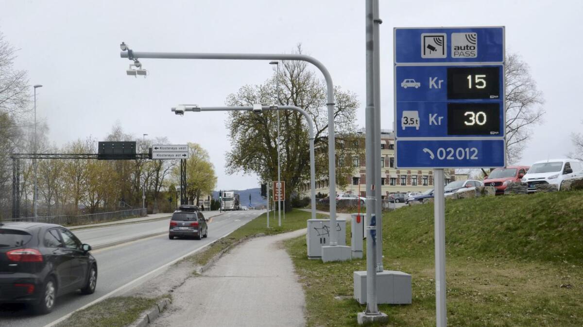 Bård Hoksrud fikk flertall for øke bom-rabatter i bomringen i Grenland, både for tunge og lette kjøretøy i og utenfor rushtida.