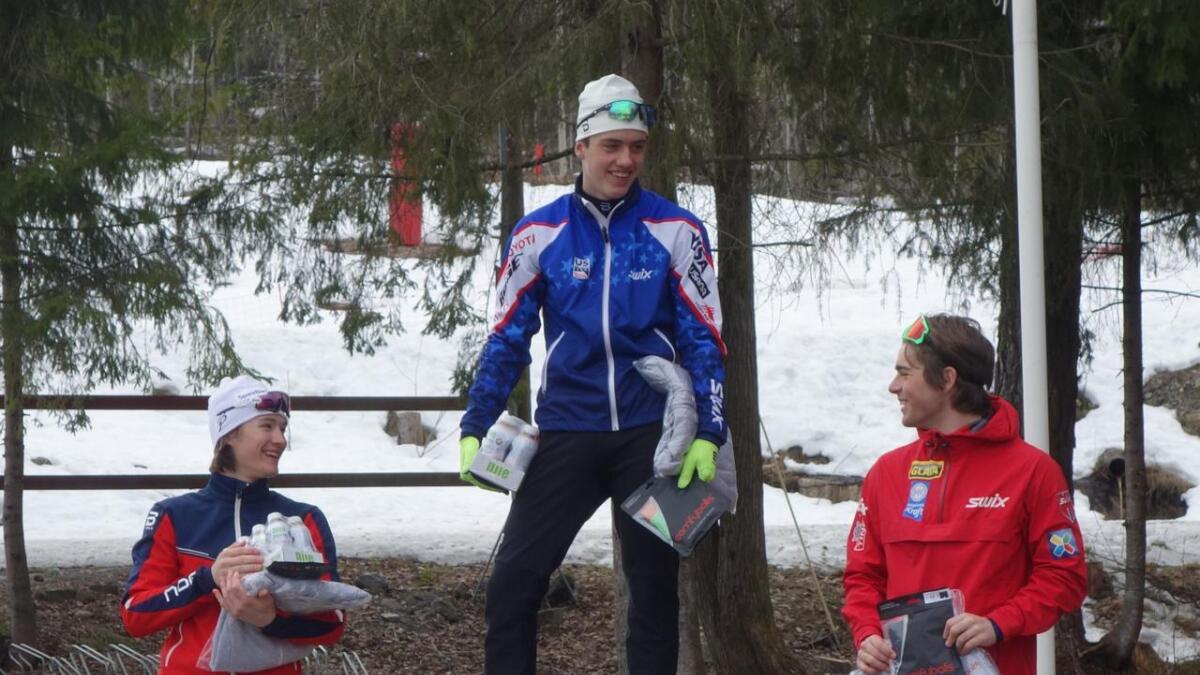 Johannes Lønnestad Flaaten (t.v.) blei nummer to på supersprinten i Bærum. Aleksander Eide Holmboe vann, medan Ludvik Braathen blei nummer tre.